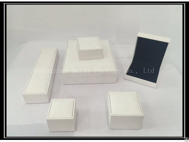 Jewelry Plastic Packing Box With White Texture Covered Paper And Black Velvet