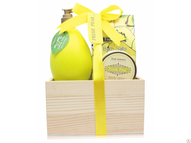 Enjoy A Luxury Bath Spa With Fresh Pear Shower Gel