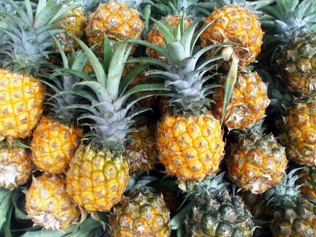 Pineapple Sellers