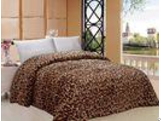 Giraffe Pattern Warm Comforter For Winter Machine Made Custom Color Printed