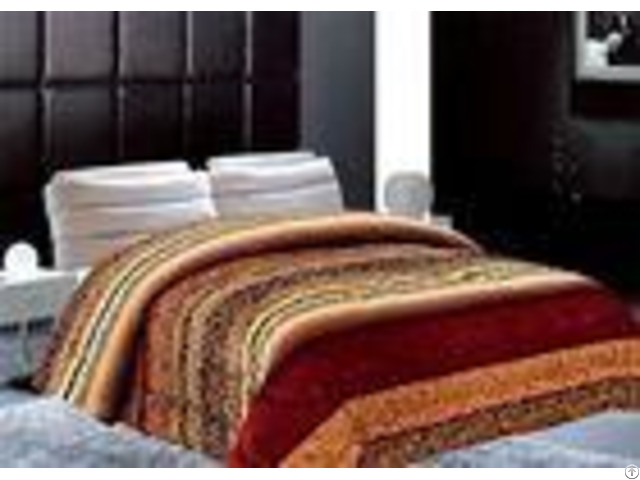 Geometric Type Winter Bed Covers 5cm Thickness Solid Comforter Sets